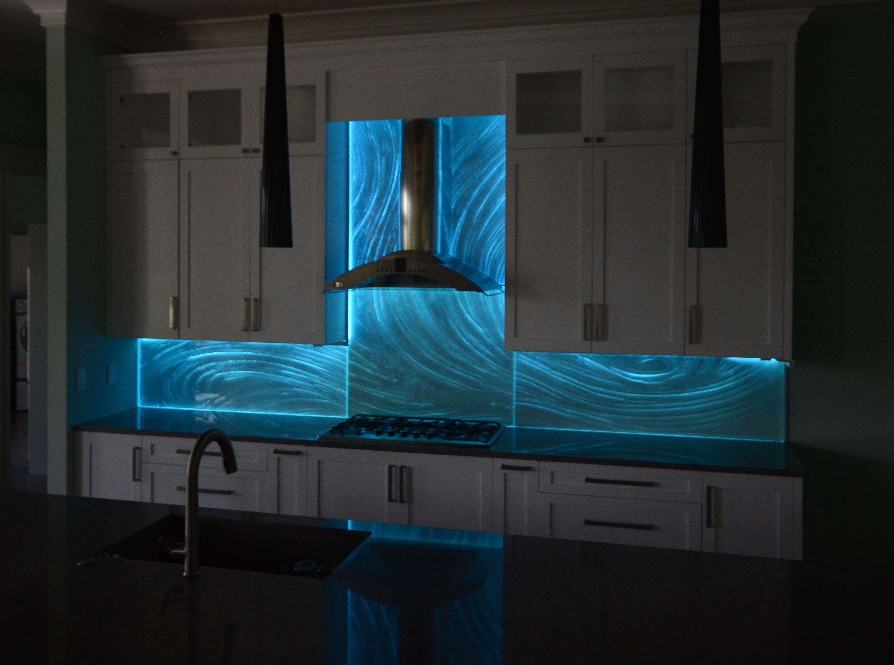 - Glass Backsplashes. LARGE Artistic Designs For Your Kitchen