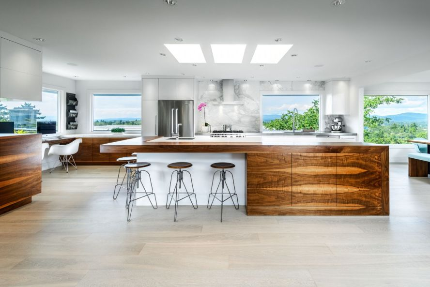Modern Kitchen Designs With Sequenced Wood Veneers And White