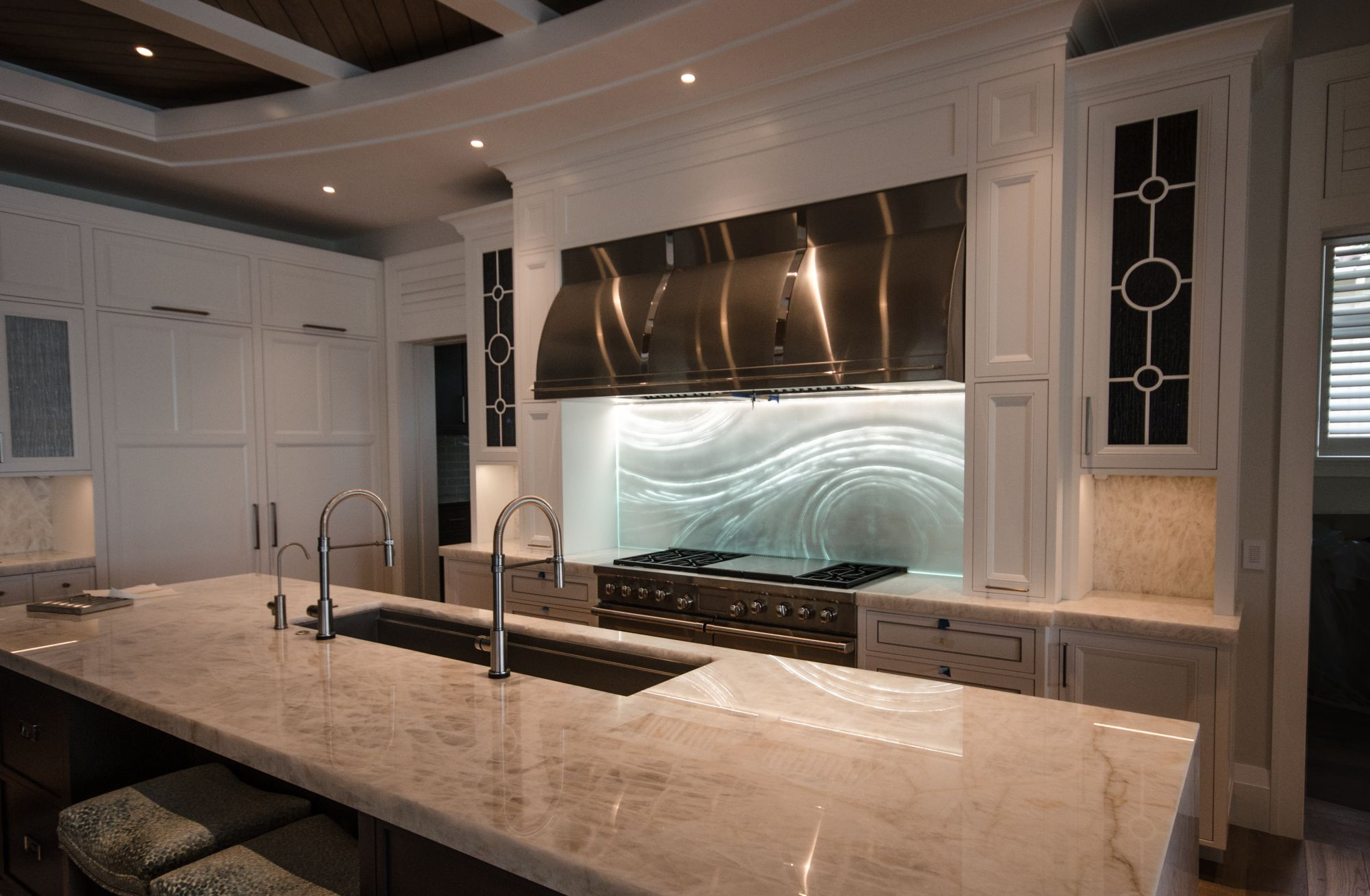 - Glass Backsplashes. LARGE Artistic Designs For Your Kitchen