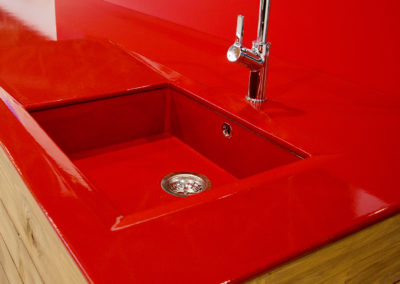 cuisinLavastone Countertop in rede-design-couleur-rouge-pyrolave-1