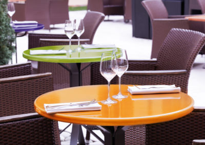 luxurious-tables-for-fashionable-restaurant-pyrolave
